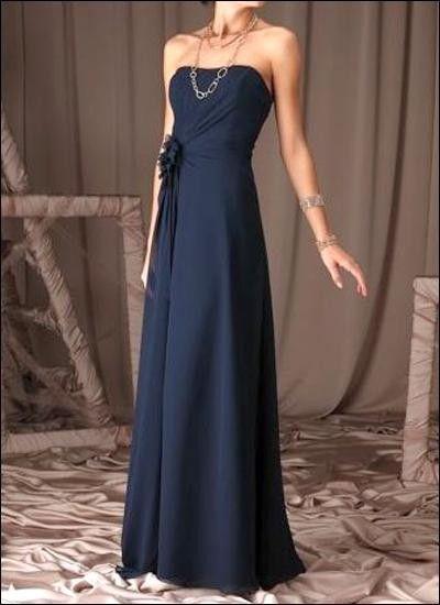 Schlicht-elegantes dunkelblaues Abendkleid mit Raffung. Verzierungen, Blau,  Blumen, Kleider Mode b0a4d928b7
