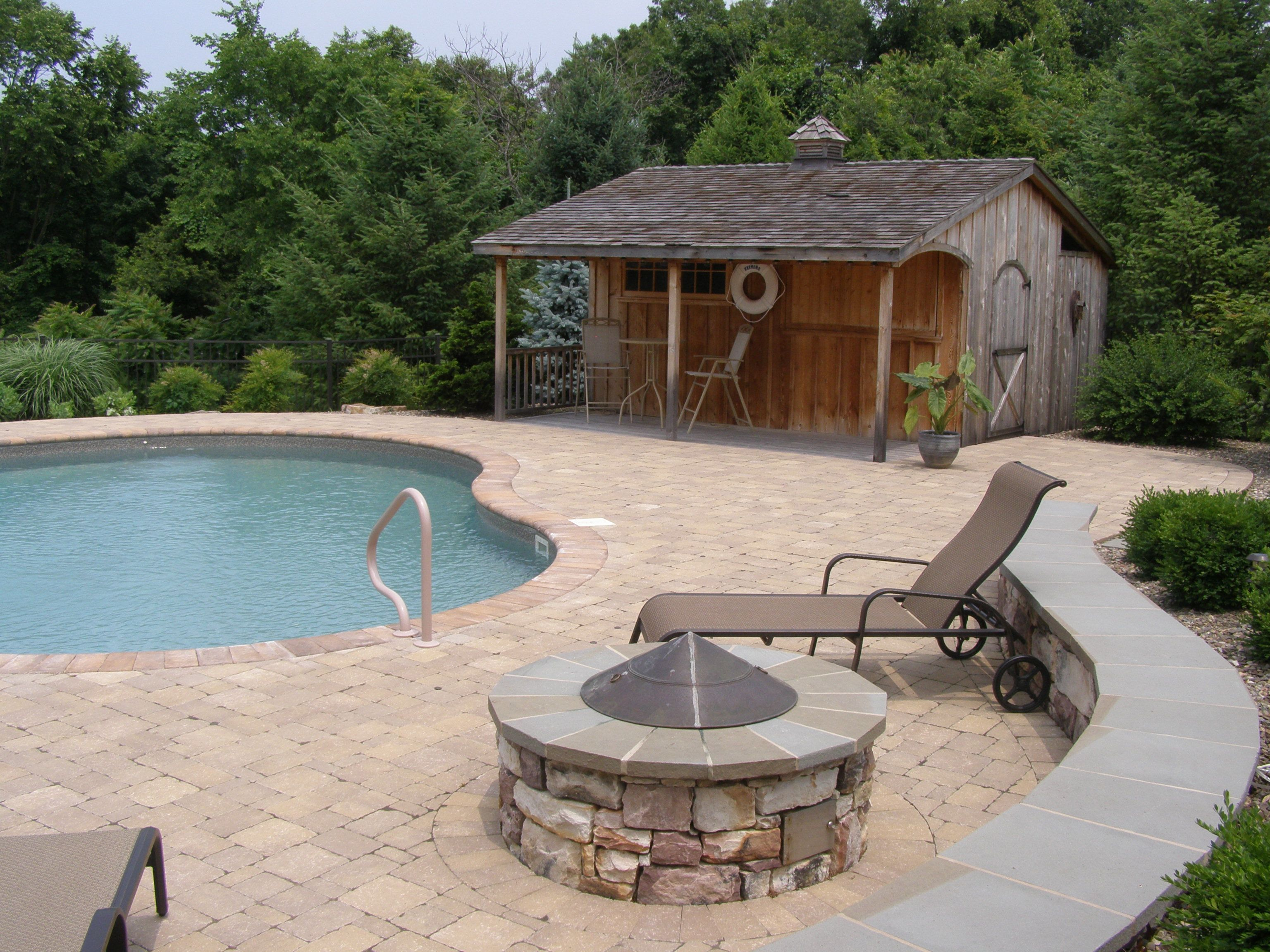 Pool deck fire pit and wall with surrounding plantings. | Outdoor ...