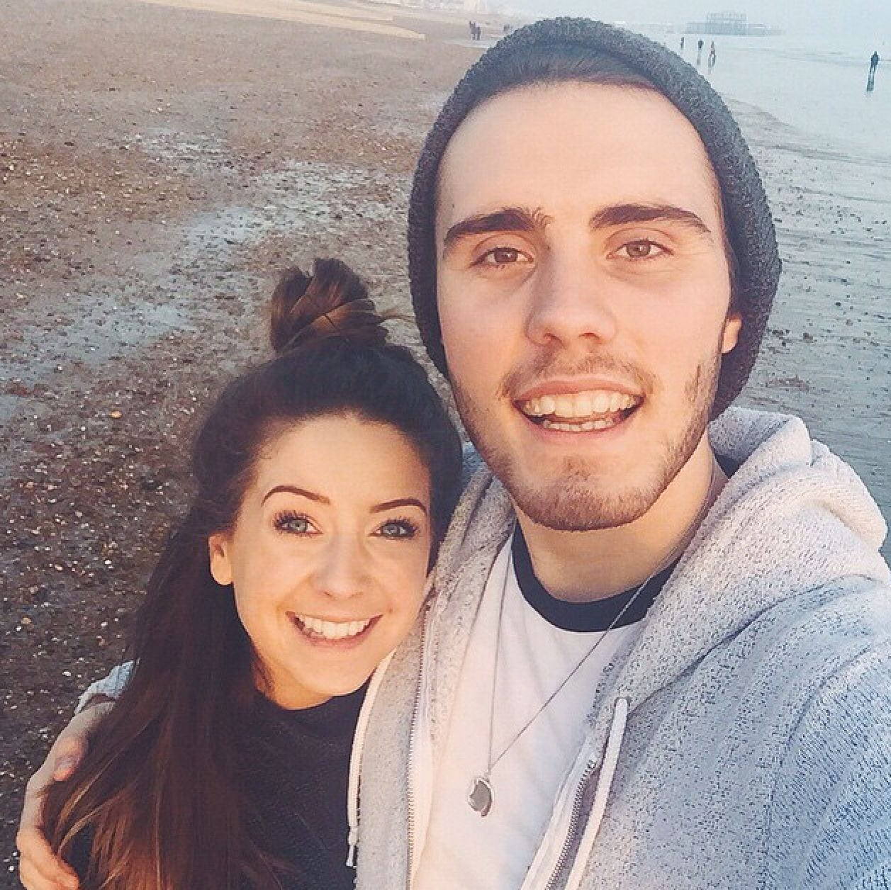 When did alfie and zoella start dating