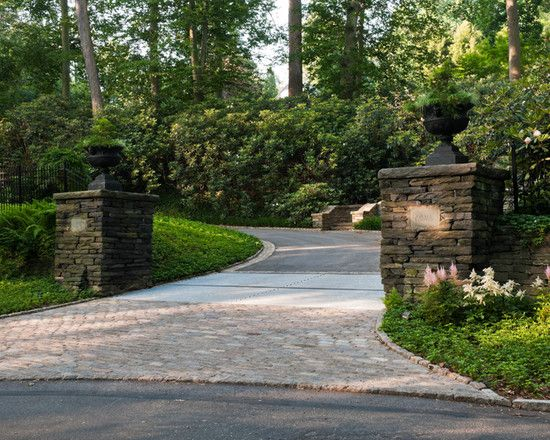 traditional driveway landscaping