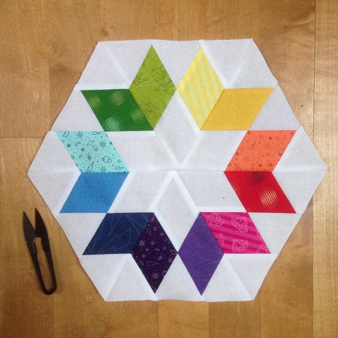 #tobeabee block Oktober for @schnigschnagquiltsandmore - the #cookiecutterblock by @jaybirdquilts . It was a pleasure sewing for you, Iva #nähenmachtspass #einfachbuntquilts #patchworkblock #patchwork #quiltblock #ilovepatchwork #ilovesewing #nähenverbindet #nähenfürandere #rainbowblocks