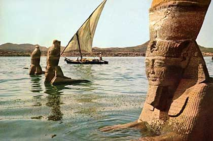Enjoy the panoramic view of the Nile in Aswan on board Egypt Nile cruise during Egypt Travel Packages.  http://www.egyptonlinetours.com/Egypt-Travel-Packages/index.php