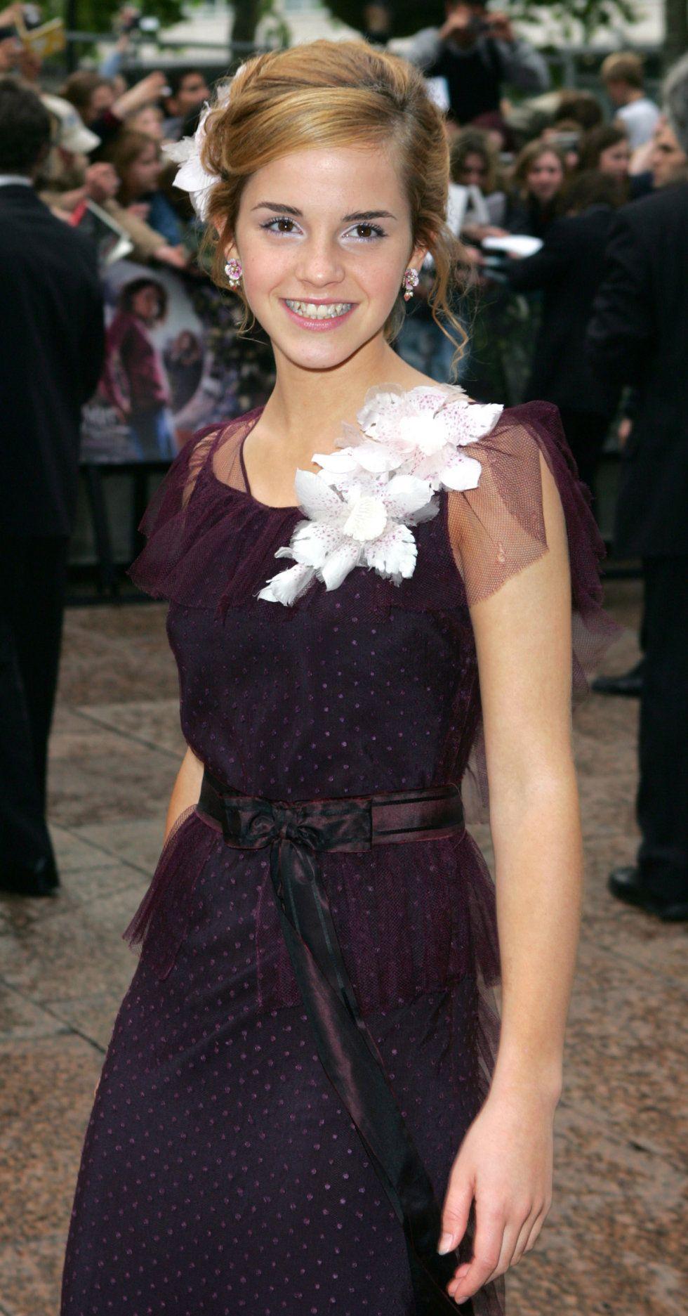 See Emma Watson As A Baby Witch On The Prisoner Of Azkaban Red Carpet Emma Watson Style Emma Watson Emma Watson Beautiful