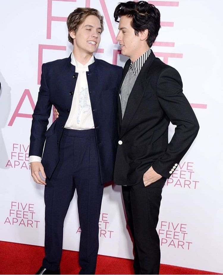Five Feet Apart Kitap: Cole And Dylan At The Five Feet Apart Premiere In 2019