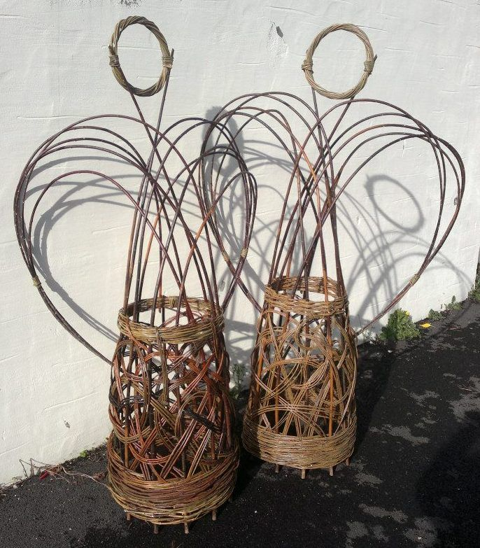 Willow Basket Weaving How To : Bottom part loks like good weave for rolling baskets