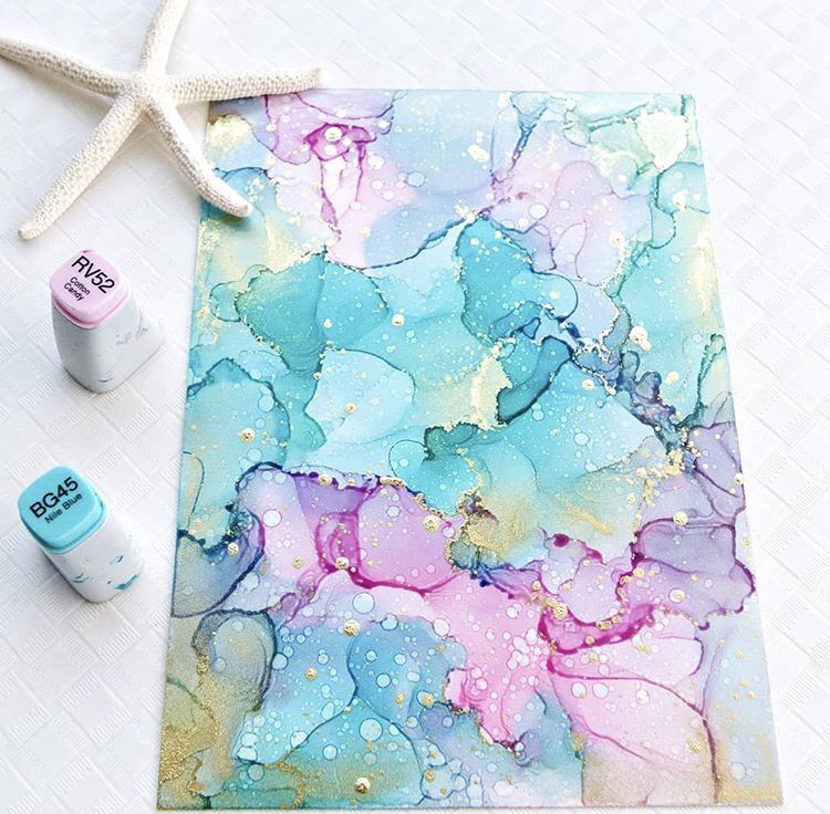 Dominique Wiese shares her alcohol ink art tips #alcoholinkcrafts