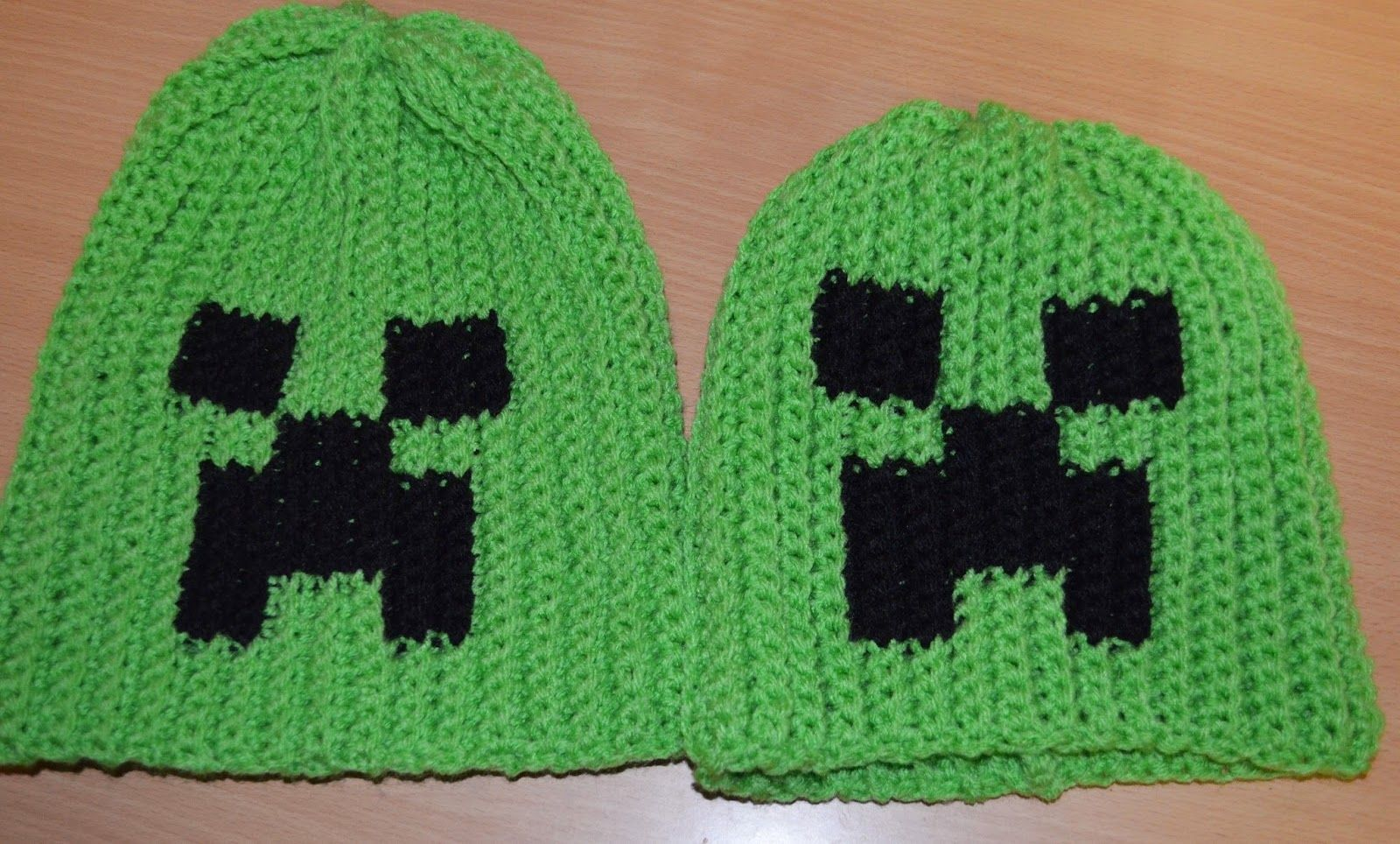 The Heart of a Crafty Mom: Creeper Ribbed Slouchie hat - free adult ...