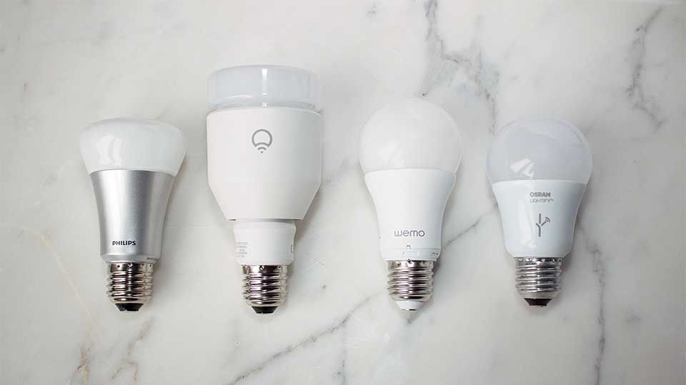 Fernbedienbare led lampen im größenvergleich. von links nach rechts