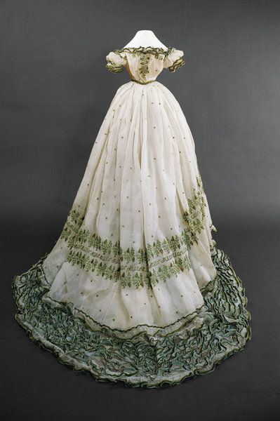 Copy of this dress made for the Sisi Museum of Vienna. She wore ...