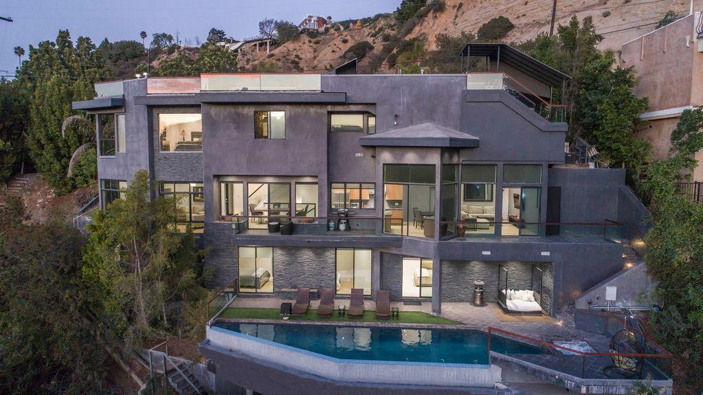 5 Bedrooms Overlooking Views 5 Bathroom Including Pool Jacuzzi Steam Room 1 199 Avg Night Los Angeles Ameni Vacation Rental House Rental Pool Hot Tub
