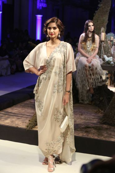 Top 10 Designers At Fdci Indian Couture Week 2016 With Images Fashion Designer Dresses Indian Bollywood Fashion