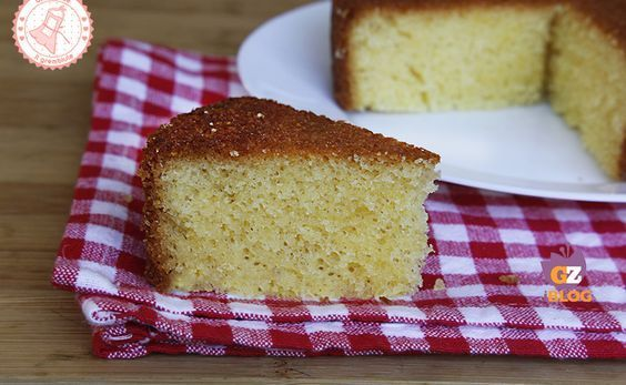 La torta madeira è una torta semplicissima, soffice e perfetta sia per la merenda che per la colazione ma anche e soprattutto da farcire.