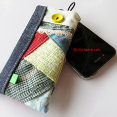 IPhone case / custodia smartphone by Freakish Lab .Handmade in Italy, unique piece. AVAIABLE in the shop on line!
