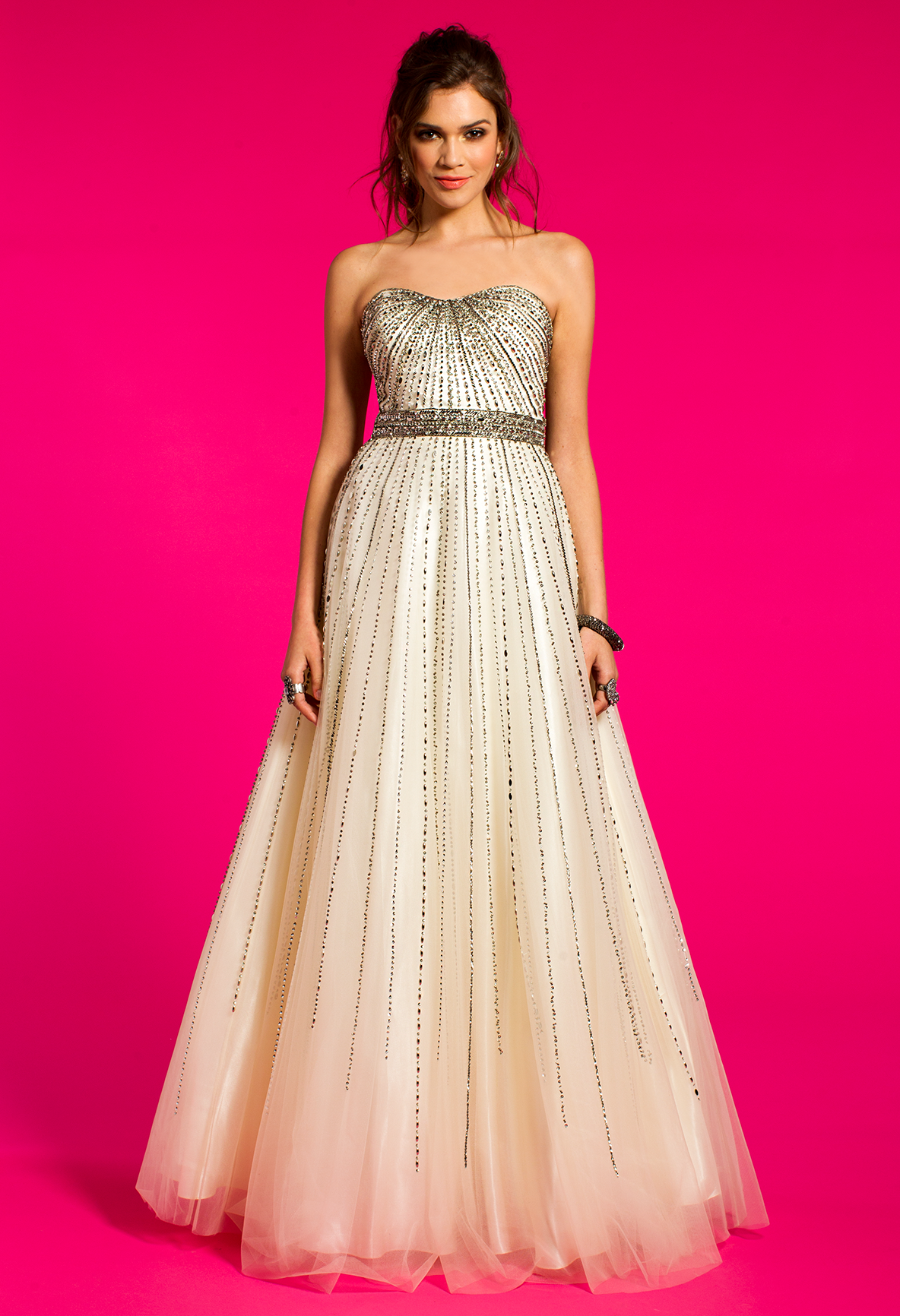 Be a glam goddess in this luminous evening dress the strapless