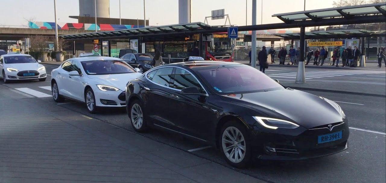 Taxiurile autonome Tesla ar urma să debuteze din 2020 pe