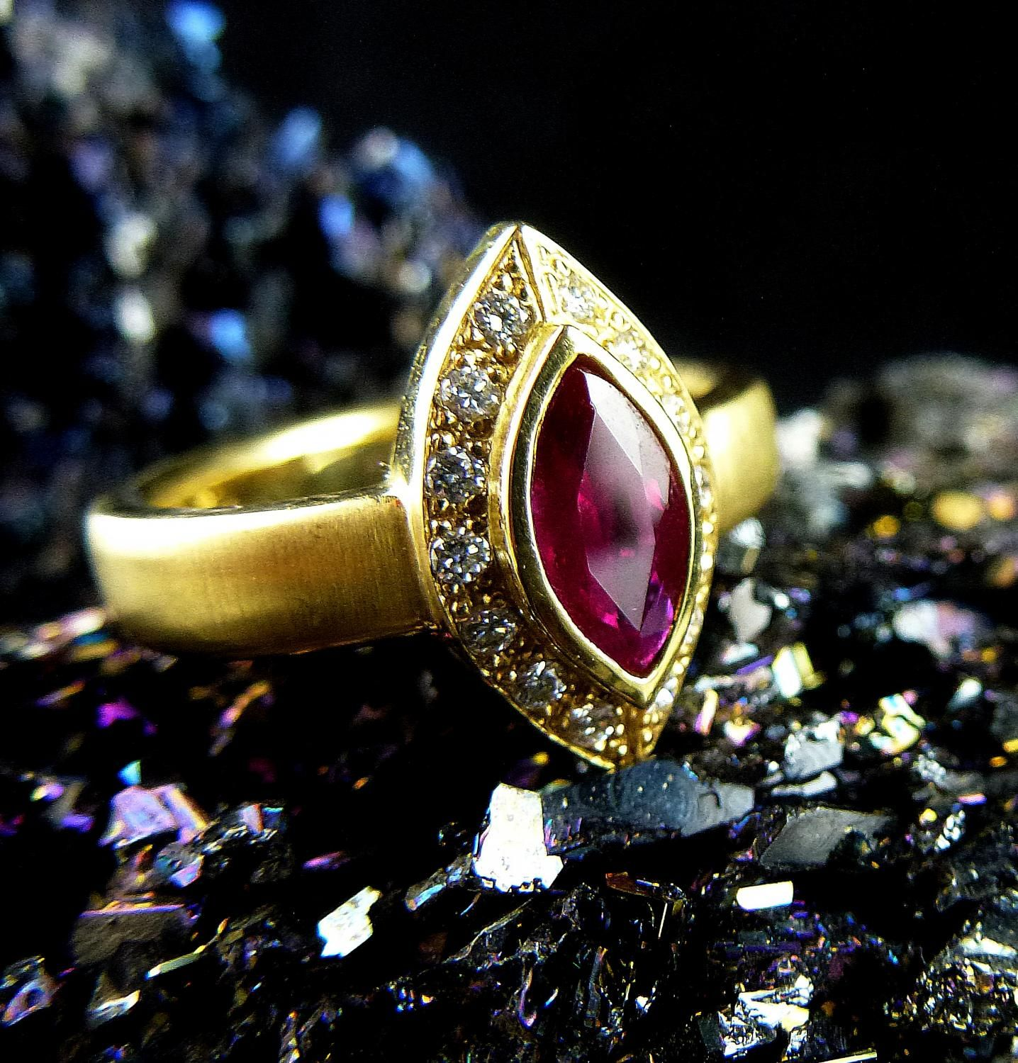 ring with ruby and diamonds  #ruby #red #badenbaden #gold #diamond #ring #unique #wedding #jewelry #schmuck