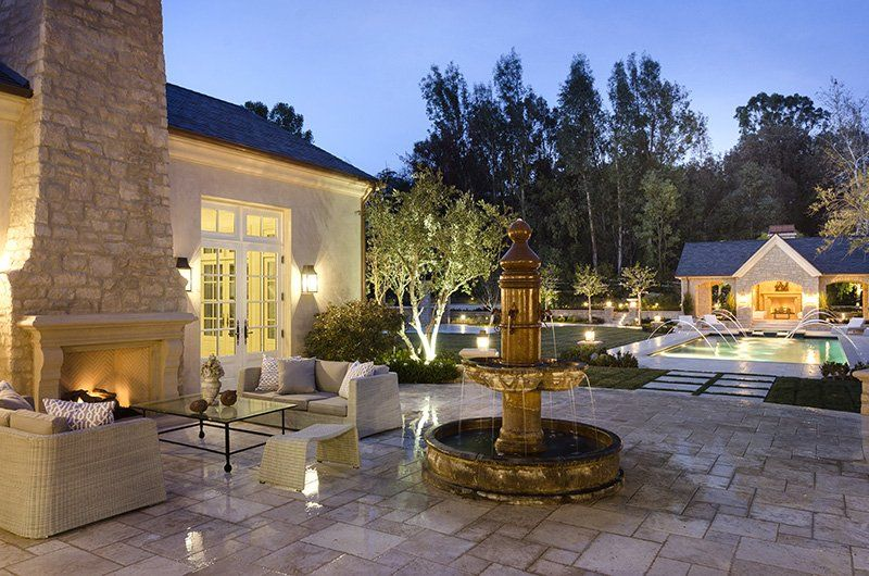 Kim And Kanye S New 20 Million Estate Is Too Luxurious For Words Kim Kardashian Home Calabasas Homes Celebrity Houses