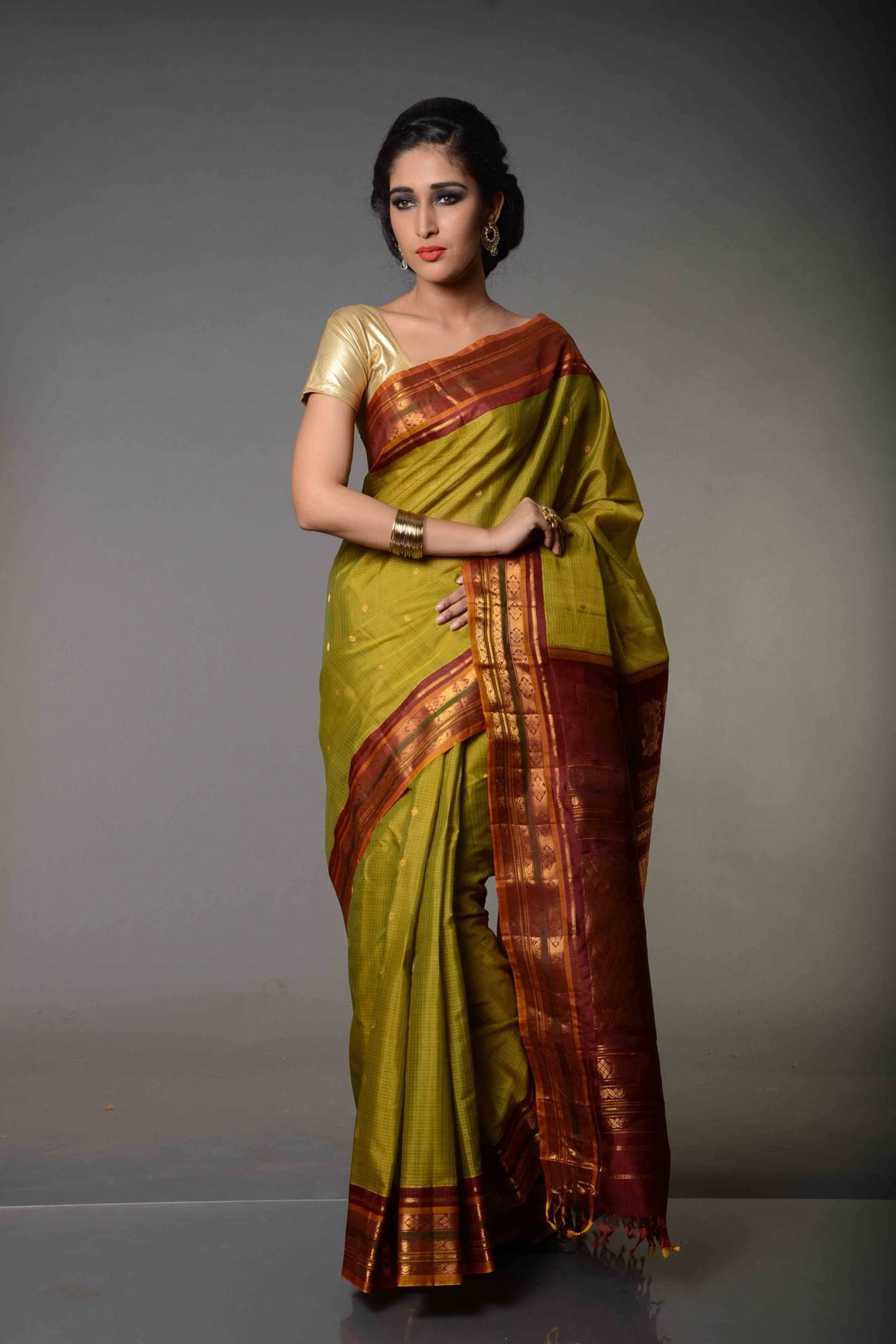 8ef054f588ccd9 Henna Mehndi Coloured Pure Gadwal Silk Cotton Saree   Henna symbolizes a  new beginning and the joy and happiness associated with it.