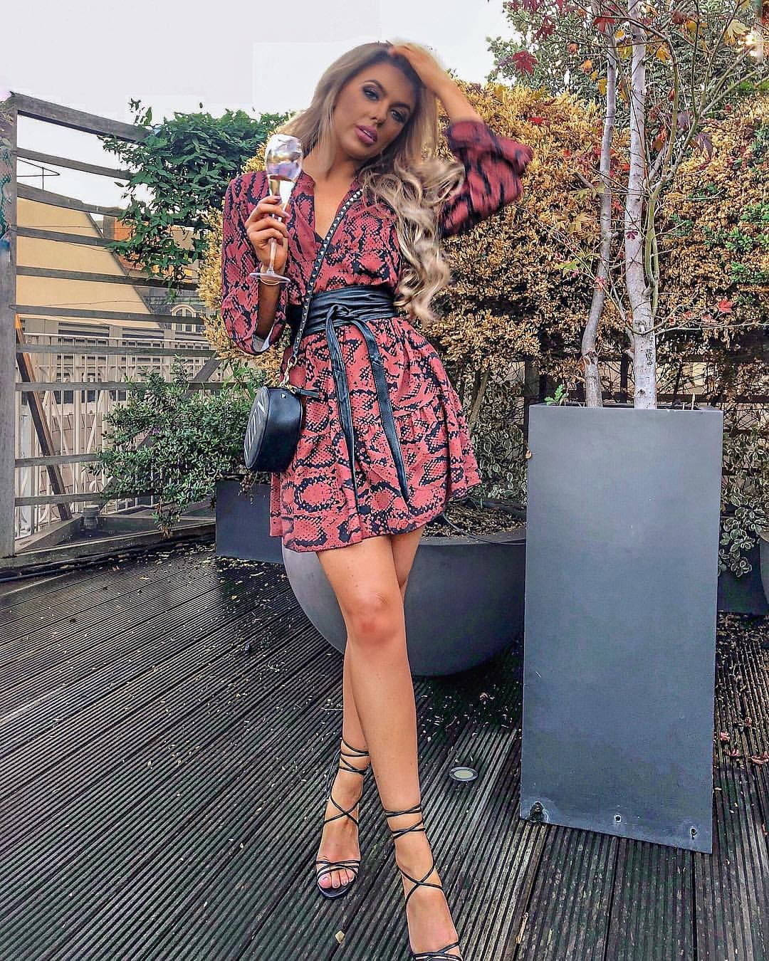 """0688e83fee816 Rosie Anna Williams on Instagram  """"...autumn colours though 🍂 . ...dress  from  missyempire 🍃"""""""