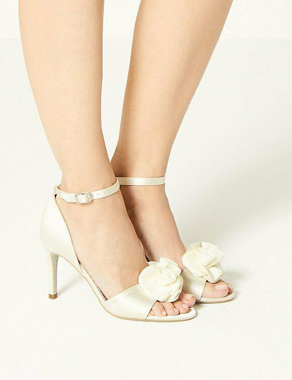 Wedding sandals, Stiletto heels