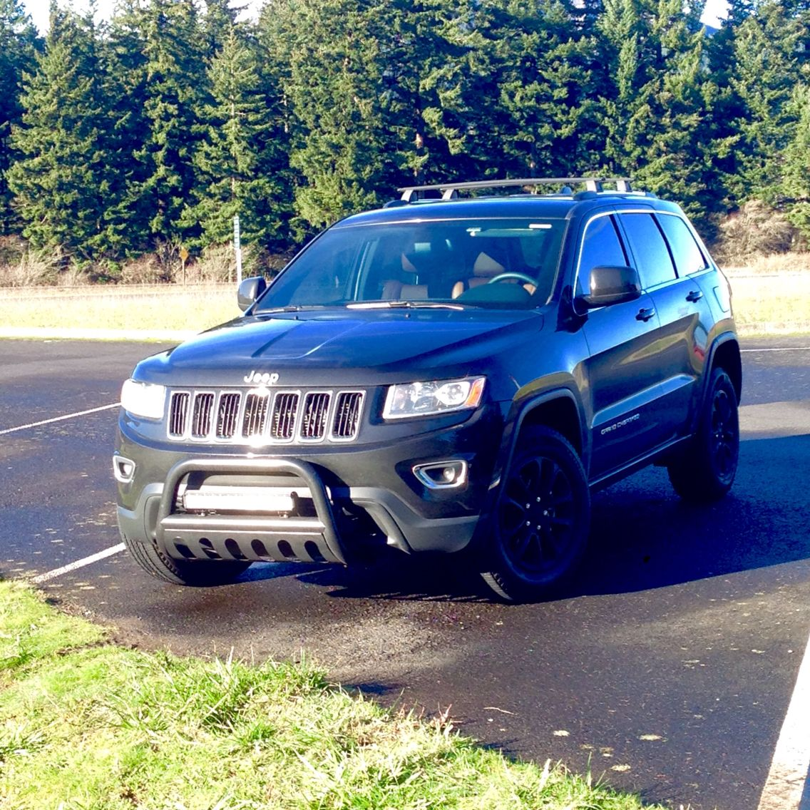 small resolution of 2014 jeep grand cherokee wk2 light bar bull bar brush guard plastidip black wheels