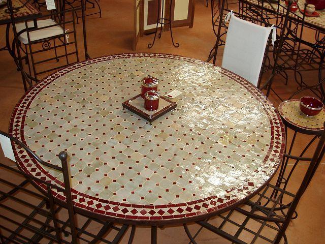 table en fer forge décoré en zellige   Table marocaine ...