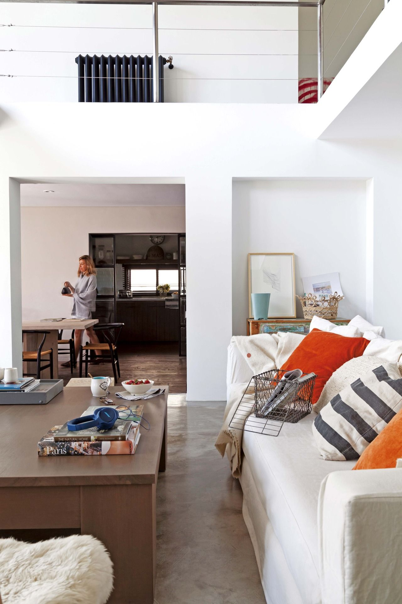 Una Casa Se Moderniza Y Cobra Calidez Tras Una Reforma Living  # Alejandra Hoeffner Muebles