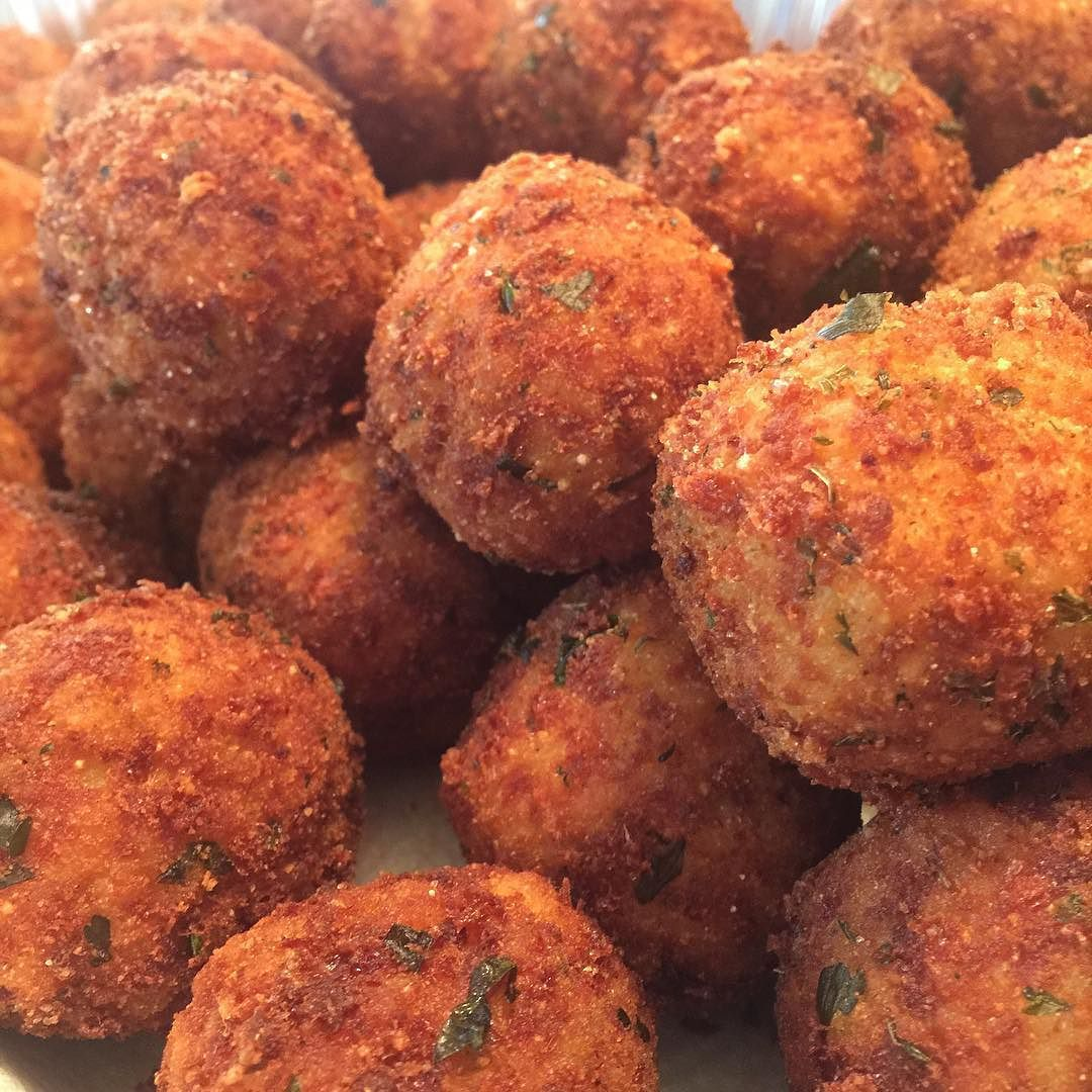 PROUD TO ANNOUNCE that we will be at both RIDGEWOOD markets this month! The 7th and the 15th  stop by grand a drink and fill your bellies with our DELICIOUS ARANCINI  #arancini #riceballs #traditional AND #nonTraditional #homemade #handmade #freshtoOrder #madeWithLove #queens #statenisland #foodie #foodporn #goodeats #nom #italianfood #delicious #truffles #leahsitalianapples #sicilian #deepfried #goldenbrown #notyourNonnas #reinventingRiceballs #supportLocalBusiness #followyourdream #cheesy…