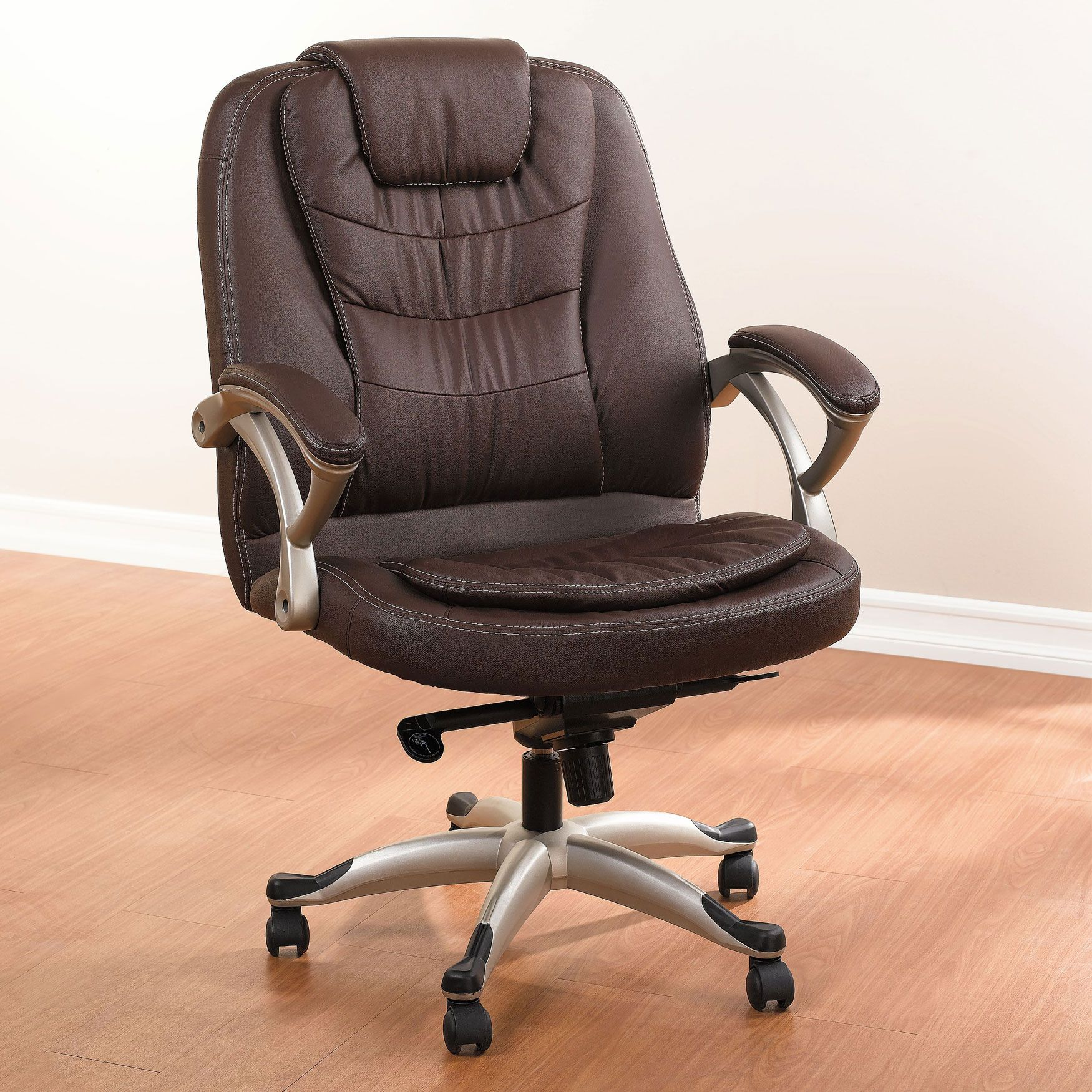 Our Extra Wide Deluxe plus size office chair has added support in all the right places