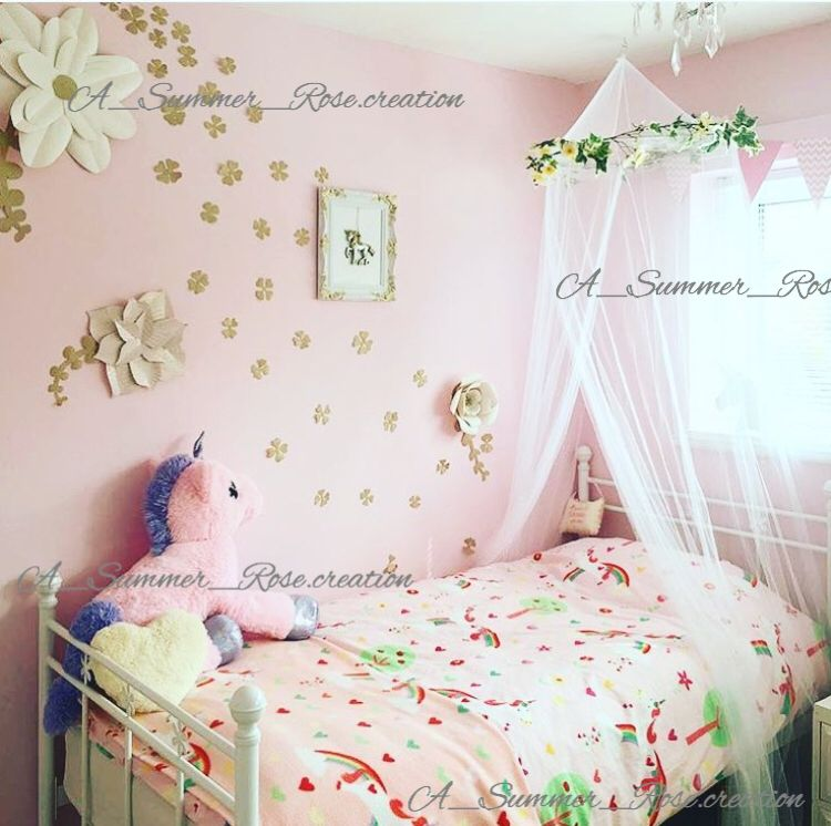 Beautiful wall flowers i made to compliment this stunning unicorn room unicorn room girls for Unicorn bedroom theme