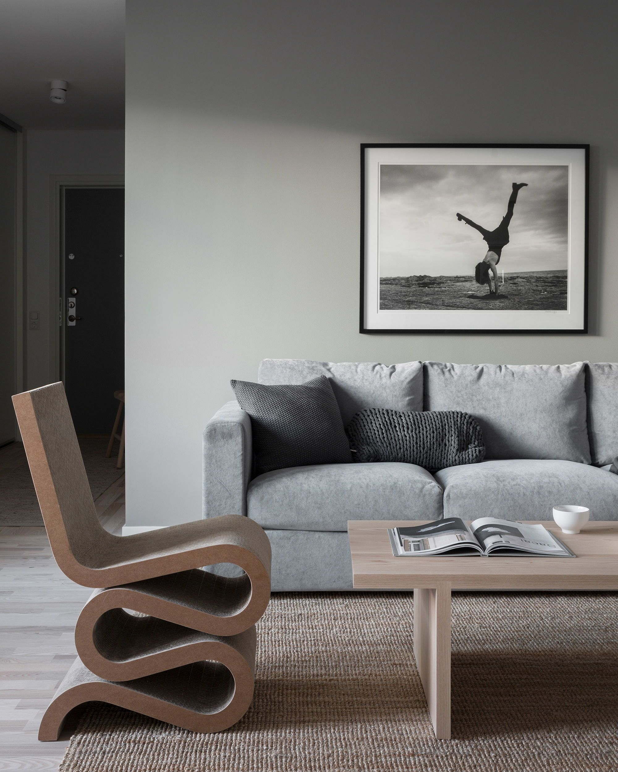 Retro Inspired Living Room Grey Velvet Sofa Range Of Textures And Colors Rustic Vibes Ikea Vimle 3 Seater Sofa With A Bemz Zi Inredning Vardagsrum Ikea