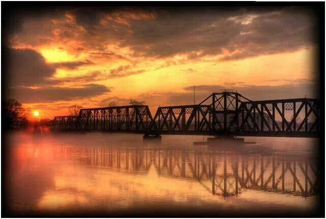 monroe bridge single guys By analyzing information on thousands of single family homes for sale in monroe, georgia and across the united states, we calculate home values (zestimates) and the zillow home value price index for monroe proper, its neighborhoods and surrounding areas.