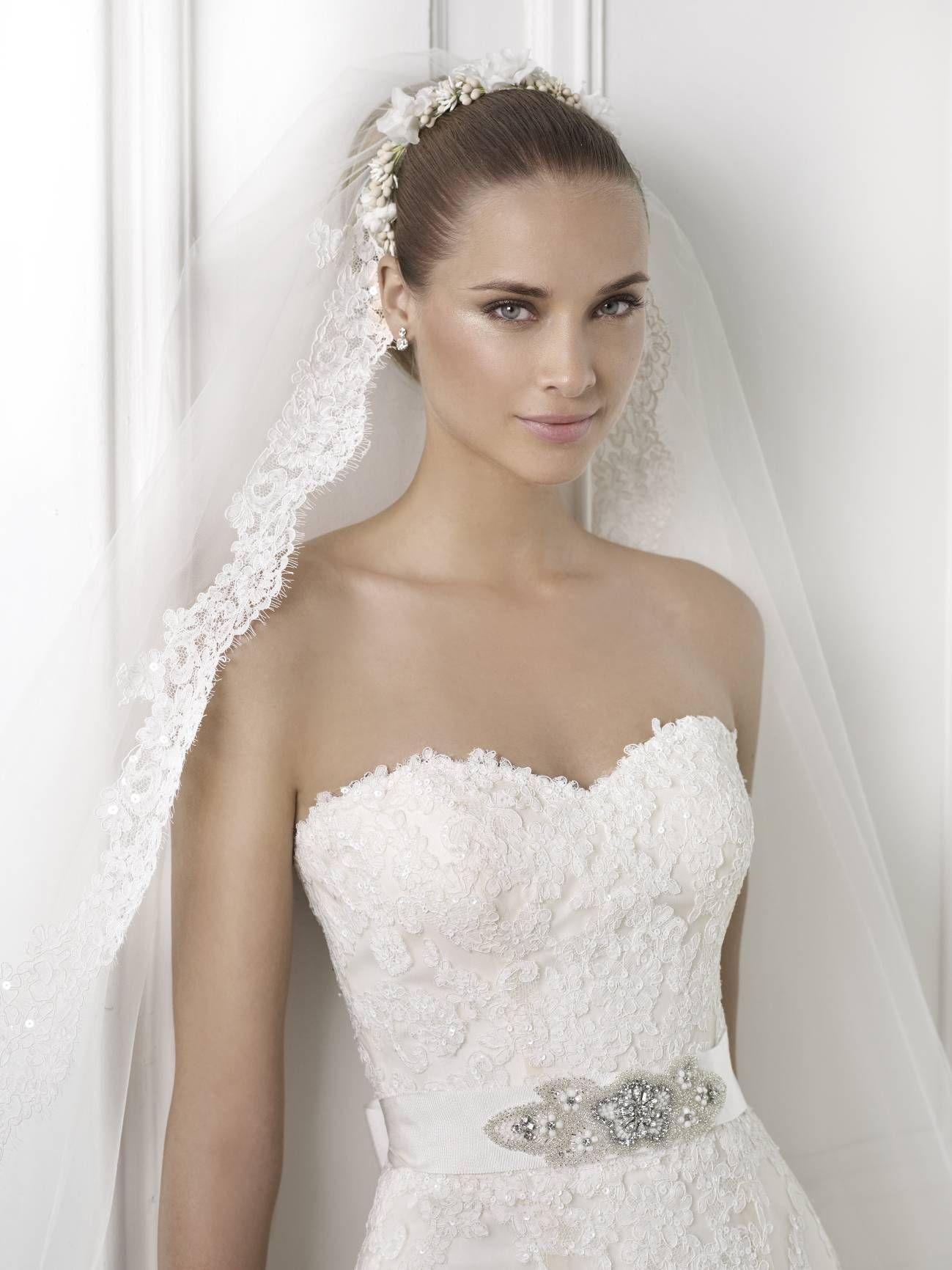 A csodálatos Basma a 2015-ös Pronovias menyasszonyi ruha kollekcióból  kölcsönözhető a La Mariée Budapest esküvői ruhaszalonban! 8c8f103c55