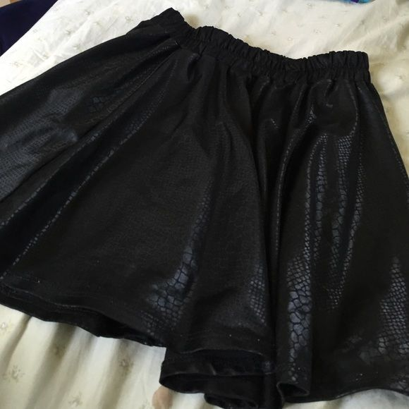 ZARA snakeskin printed skirt Marked as x-large but can fit any size. So cute in perfect condition Zara Skirts