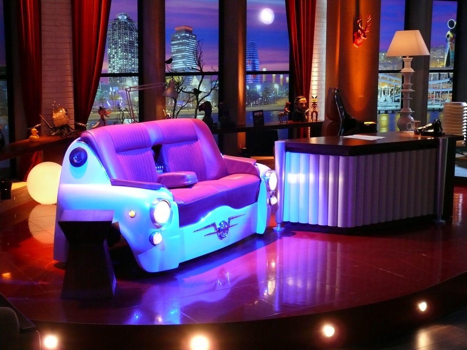 Buenafuente sofa+vespa chair