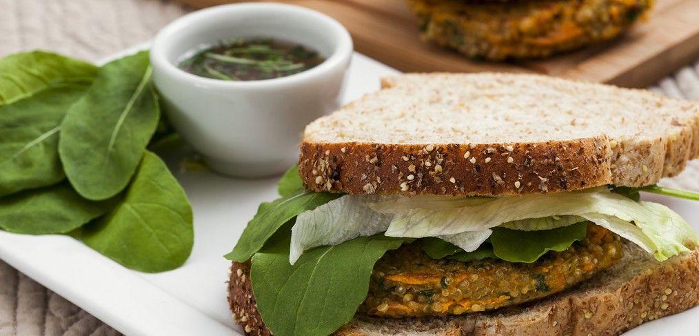 Que tal preparar 4 receitas de hambúrguer saudável para você e seus amigos? E ainda não sair da dieta comendo algo diferente e delicioso no final de semana!