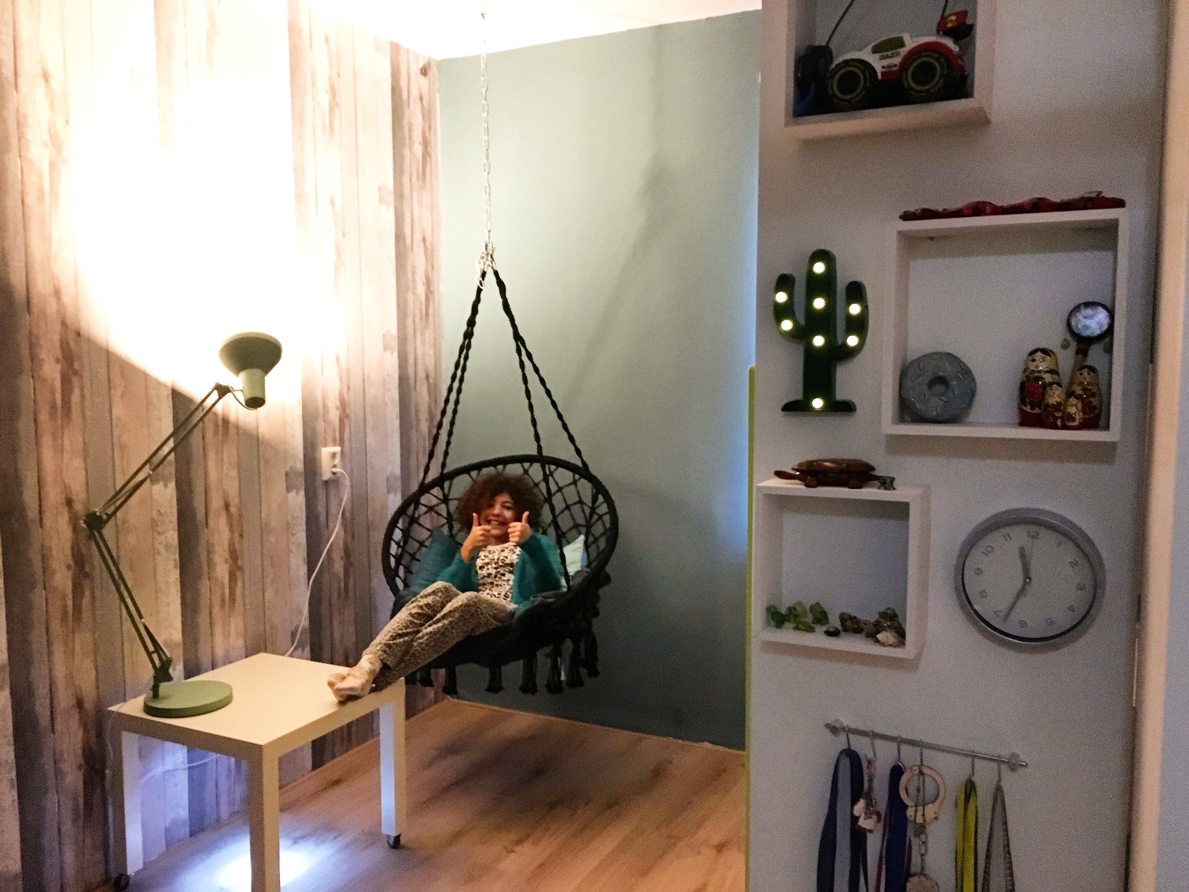 Simpele meubel plank met hoekkastjes van #karwei maakt een heel knus