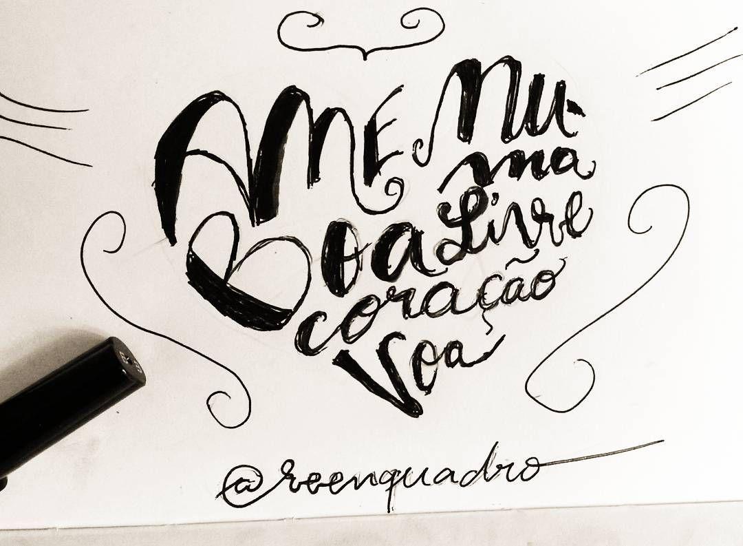 """""""Ame numa boa livre coração voa"""". Rascunhando novas ideias! Caderninho não para!  ________  #rascunho #caderninho #moleskine #garatuja #liberdade #voa #mensagem #frases #love #life #vida #design #amazing #amor #pensamentos #instadaily #poema #art #instagood #inspiration #illustration #handmade #me #caligrafia  #lettering #poesia #decor #quadro #reenquadro"""