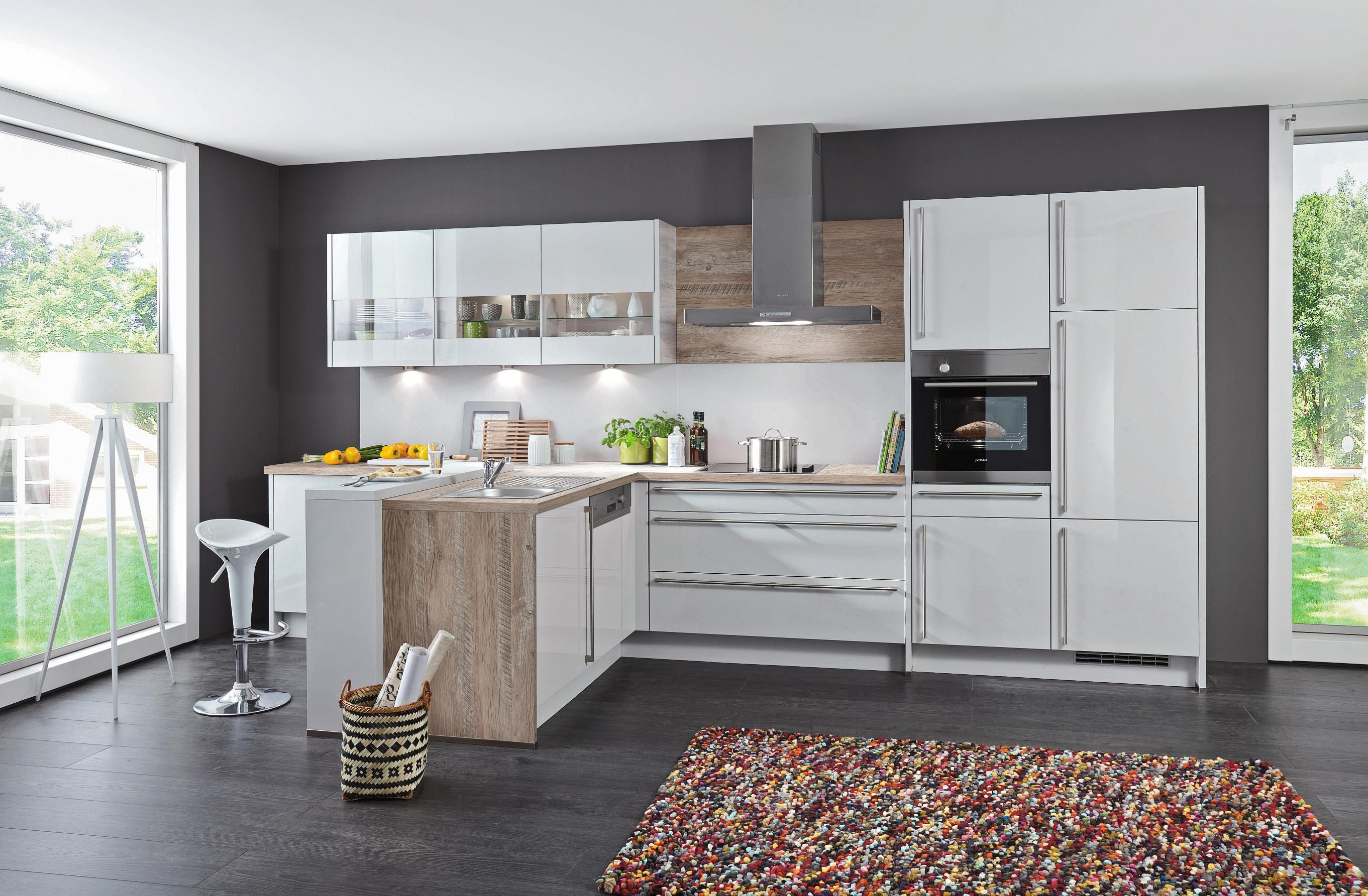 In Ihrer Neuen Einbaukuche Von Celina Kochen Sie Besonders Gerne Kuchen Design Ideen Einbaukuche Moderne Kuche