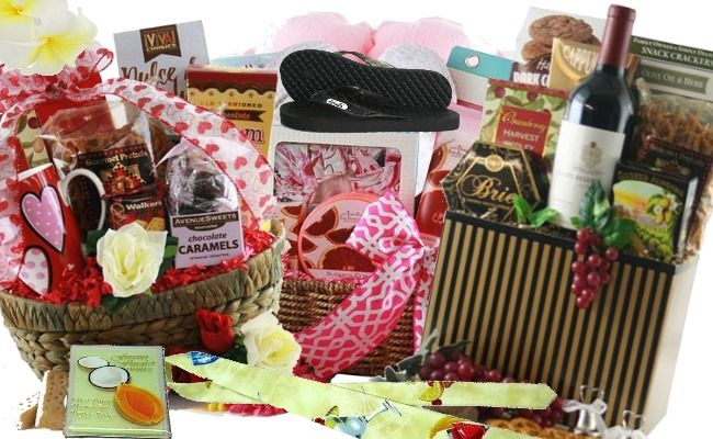 Hawaii Honeymoon Gift Basket Ideas For You - Want to make the most of your Hawaii honeymoon and ensure it all works the honeymooners and guest have lasting ...