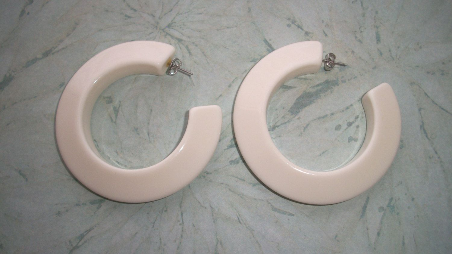 Vintage Large White Lucite Plastic Hoop Earrings,post,for Pierced Ears,25