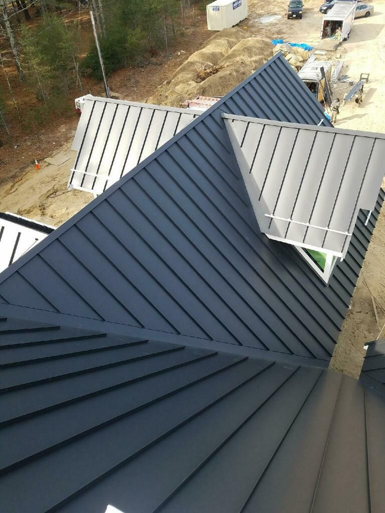 Standing Seam Classic Metal Roofs Llc Stow Ma Metal Roofs Farmhouse Metal Roof Houses Modern Roof Design