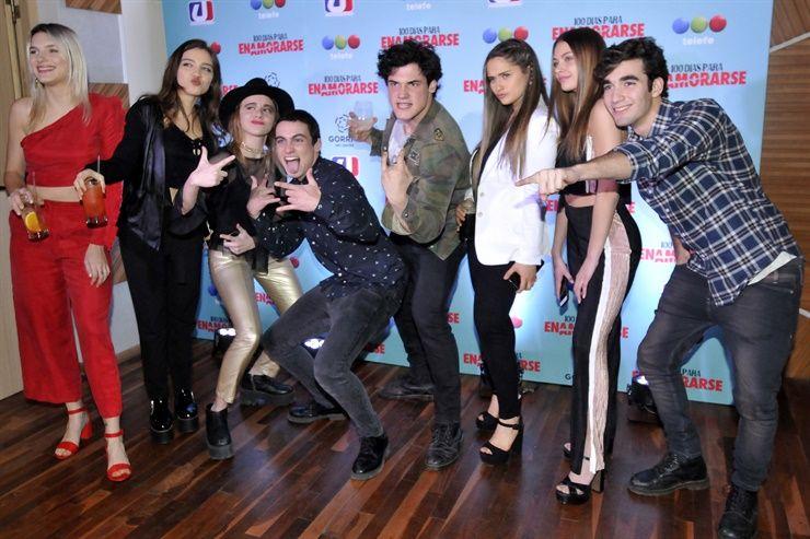 Entre Selfies Besos Y Abrazos 100 Dias Para Enamorarse Festejo