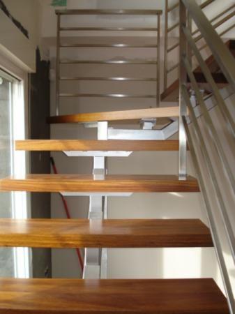Escalera de interior escalera interior escalera para for Escaleras hierro forjado