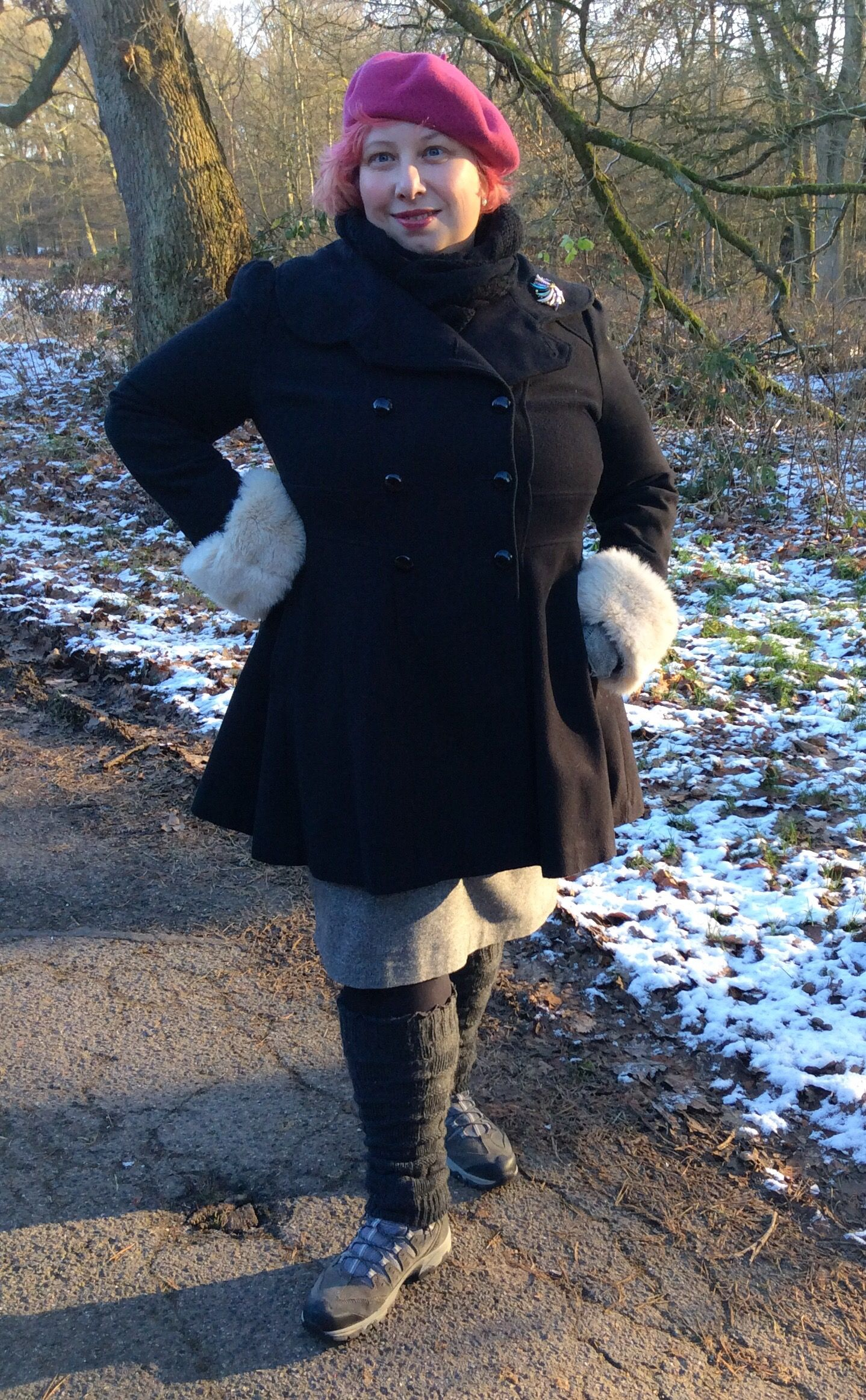 After food and more glorious food, followed by ehm, even more food and some Films, the parents and I went out for a winter walk. Cold and sunny, and just a bit of snow to wet your appetite. Borrowe...  #MissKittenheel Baby, it's cold outside! #vintage #plussize #curvy