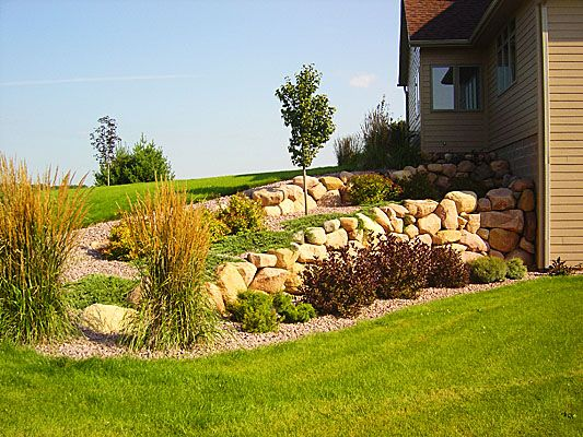 Retaining wall with simple but interesting plantings | Ideas for the ...