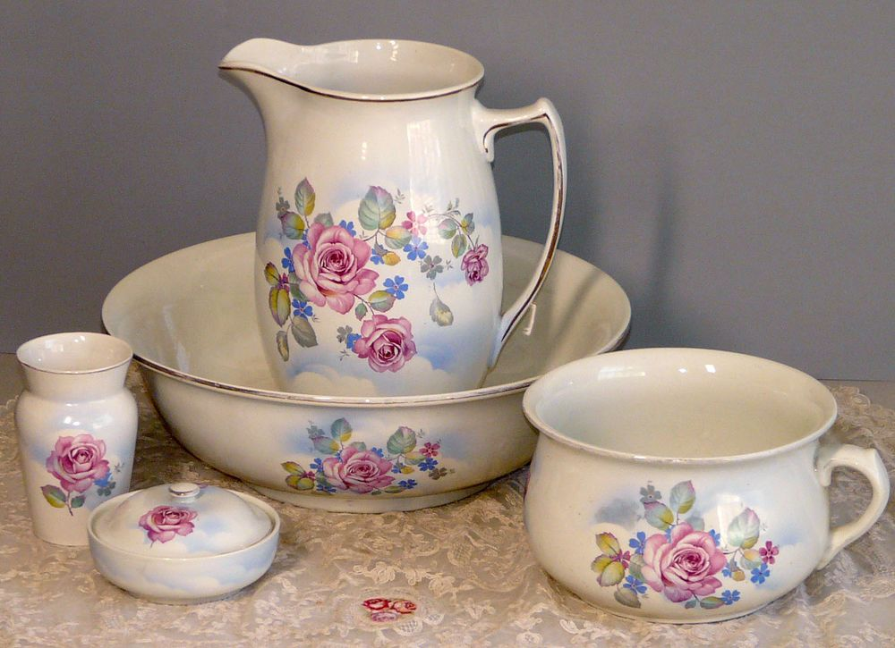 Antique 5 piece rose wash basin set chamber set victorian the whole thing pinterest - Chambre vintage rose ...