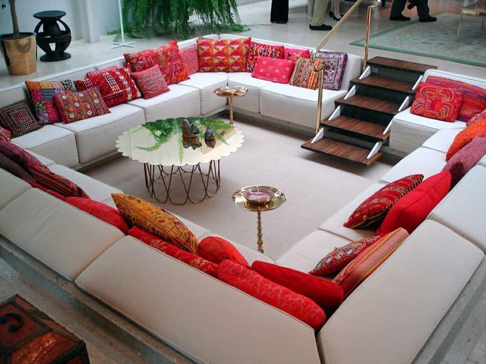 Wohnzimmer Kissen ~ Sofa kissen wohnzimmer rote dekokissen toller couchtisch wohnung