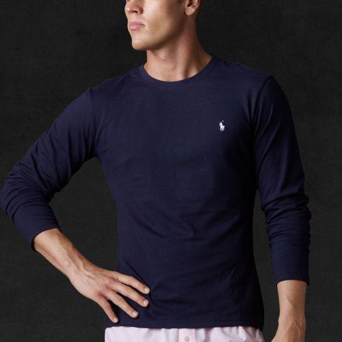 e118f7a8235bc Cet indispensable T-shirt à manches longues est confectionné en jersey de  coton ultra-