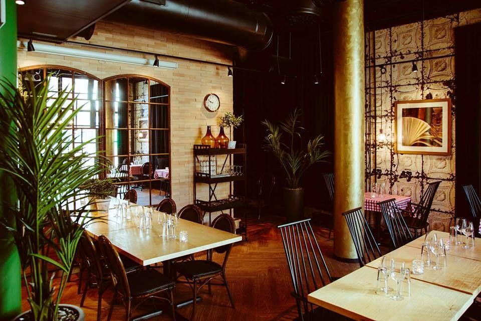Destinationm: Pizzeria Bella Roma, Jyväskylä      Interior designer: Petra-Miisa / INTERIORI      Furniture and lamps: Albatrossi Tuote Oy      Photos: Jukka Salminen / Tiikerikuva